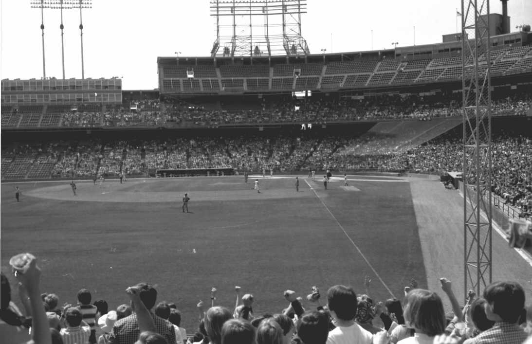 A hi-res view just after a Twins 3-run homer (Source: LP, 1975)